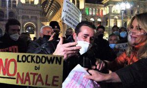 PROTESTE de AMPLOARE în Italia, după măsurile de LOCKDOWN. Se strigă LIBERTATE!