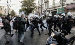 PROTESTE violente în centrul Atenei. Forțele de ordine au intervenit