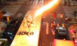 ANCHETĂ la New York: Gestul halucinant al unui bărbat urcat pe un autobuz