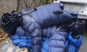 Mii de haine și măști CONTRAFĂCUTE, descoperite lângă o autogară din București