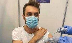 Povestea bucureșteanului vaccinat cu PFIZER și la rapel cu MODERNA. Ce propunere scandaloasă i-au făcut medicii