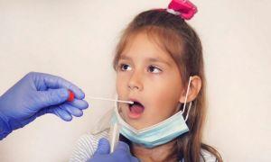 Premierul Cîțu cere introducerea de teste non-invazive în școli