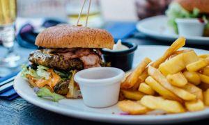 Mâncarea nesănătoasă, INTERZISĂ de la 1 aprilie în magazine, restaurante și fast-food-uri