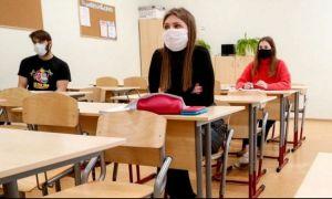Câți elevi de clasa a VIIII-a au obținut peste nota 5 la Evaluarea Națională