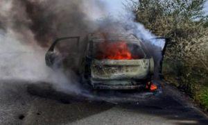 La un pas de tragedie. O mașină a luat FOC pe un drum județean din Giurgiu