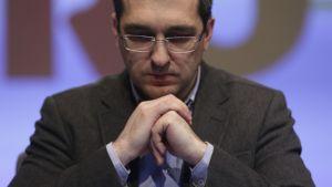 Consilierul lui Vlad Voiculescu a luat sute de documente CONFIDENȚIALE din centrul de comandă