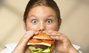 Studiu alarmant: Mâncarea de tip fast-food PROSTEȘTE!