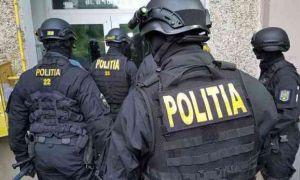 Proxeneți REȚINUȚI la Craiova. Au bătut și obligat mai multe femei să se PROSTITUEZE