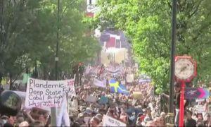 PROTEST anti-lockdown în Londra. Mii de britanici au ieșit în stradă