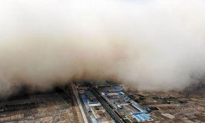 IMAGINEA ZILEI: O imensă furtună de nisip a înghițit un întreg oraș