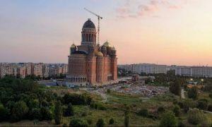 Catedrala Mântuirii Neamului are cel mai mare ICONOSTAS ortodox din lume