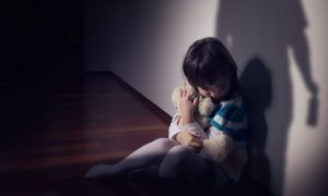 Copil de 2 ani, OMORÂT în bătaie de propria mamă