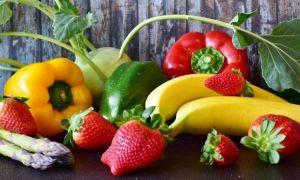 TOPUL celor mai toxice fructe si legume. Căpșunii au cele mai multe PESTICIDE