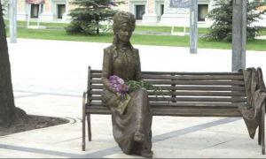 Scandal la Chișinău din cauza unei STATUI cu Veronica Micle
