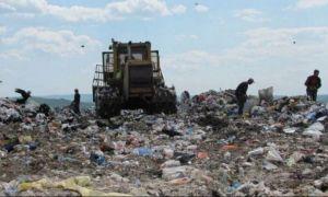Sute de tone de deșeuri, îngropate sub pământ de o primărie din România
