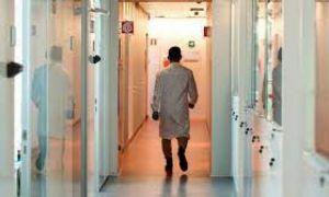 Țara unde medicii sunt SUSPENDAȚI din funcție dacă refuză să se vaccineze