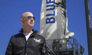 Jeff Bezos pleacă marți în spațiu: Cine este femeia care îl va însoți