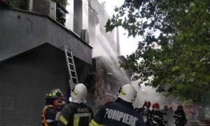 UPDATE. Un restaurant din Piața Delfinului din Capitală a luat FOC. Zeci de oameni evacuați