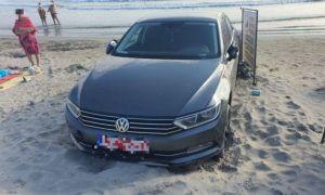 Amendă de 2000 de euro pentru un turist care a intrat cu mașina pe plajă