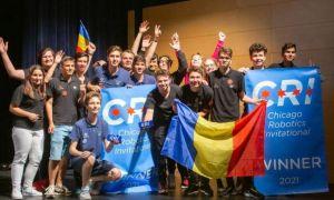 Echipa de robotică a României AutoVortex, câştigătoarea Campionatului Internaţional de la Chicago, a revenit în ţară