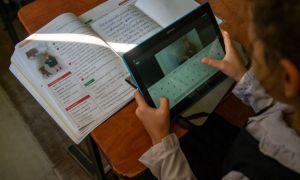 Peste 17.000 de elevi vor învăța online de săptămâna viitoare