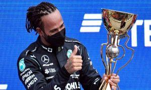 Record în Formula 1: Lewis Hamilton a obţinut victoria cu numărul 100 în F1
