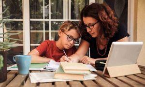 Sondaj: Majoritatea părinților nu vrea ȘCOALĂ online, dar nici vaccinare