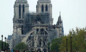 Un pilot francez, arestat pentru că plănuia să se prăbușească pe catedrala Notre-Dame
