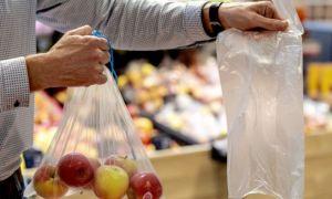 Franța interzice ambalajele din plastic pentru fructe și legume