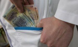 MITĂ la DSP: O angajată cerea bani pentru angajarea asistentelor în spitale