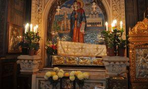 Peste 10.000 de pelerini s-au închinat la Sfintele Moaşte la sărbătoarea Sfântului Cuvios Dimitrie cel Nou