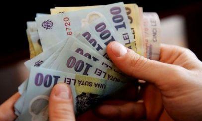 Bani în plus pentru părinți, începând cu luna mai: Crește valoarea acestor ajutoare