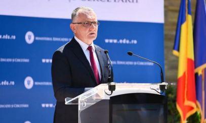 Cîmpeanu spune că DSP Ilfov și-a depăşit atribuţiile legale după ce a cerut trecerea în online a tuturor școlilor din județ